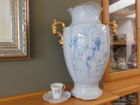Eglantine vase and Worcester cup